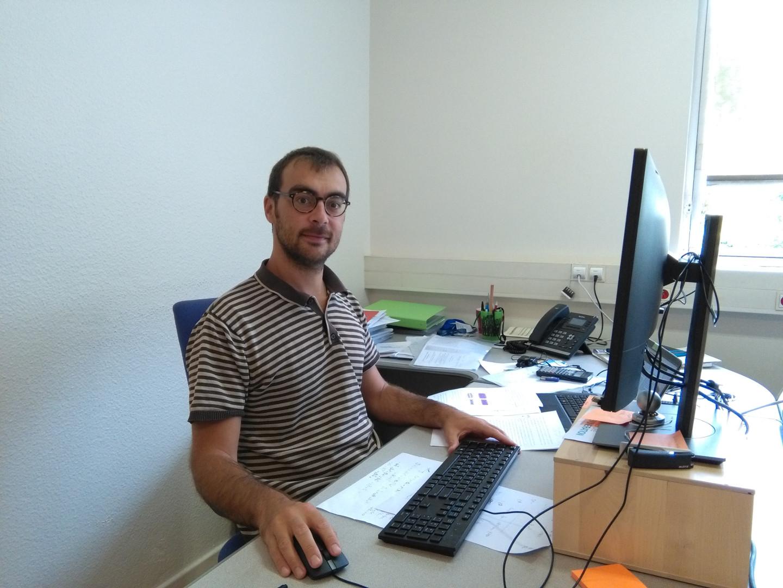 Il giovane ricercatore Gabriele D'Avino, friulano di Tarvisio in forza all'Istituto Luois Nèel di Grenoble in Francia, smentisce le tesi sulla ferroelettricità del Premio Nobel per la fisica 2016 James Stoddart.